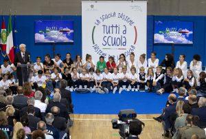 Mattarella: la scuola è l'oggi che prepara il domani